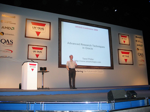 Tanel Poder speaking at a conference